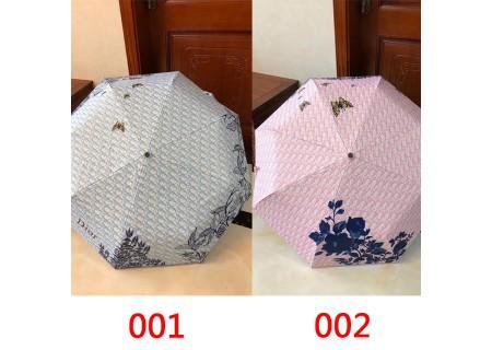 ディオールオブリークセーターとニット帽子と傘とiphone12ケース